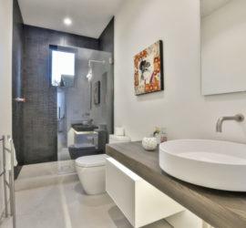 Ruthven bathroom 1